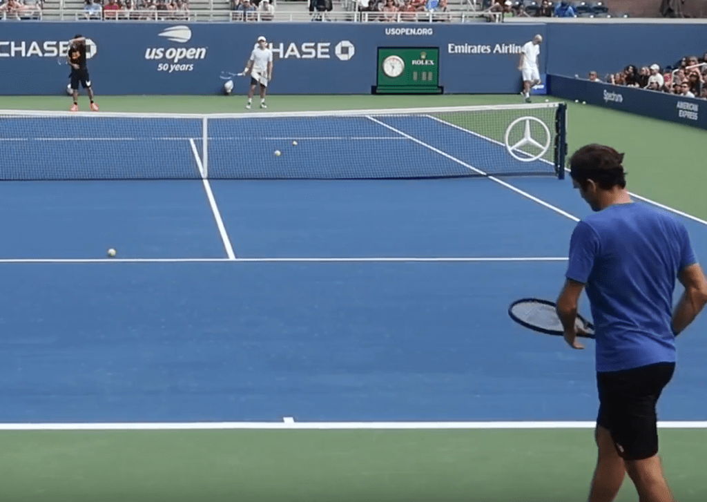 Federer practising with his old racquet at the US Open - why?